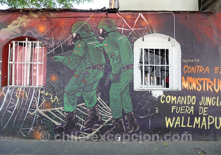 Soldat peints sur les murs du quartier Yungay, Santiago