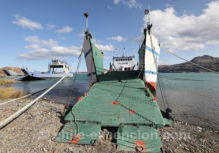 Monter sur le ferry à Puerto Ibañez, Lac General Carrera, Chili