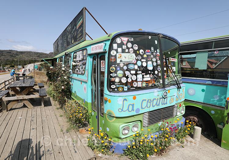 Bus restaurant dans le village Cerro Castillo du Chili