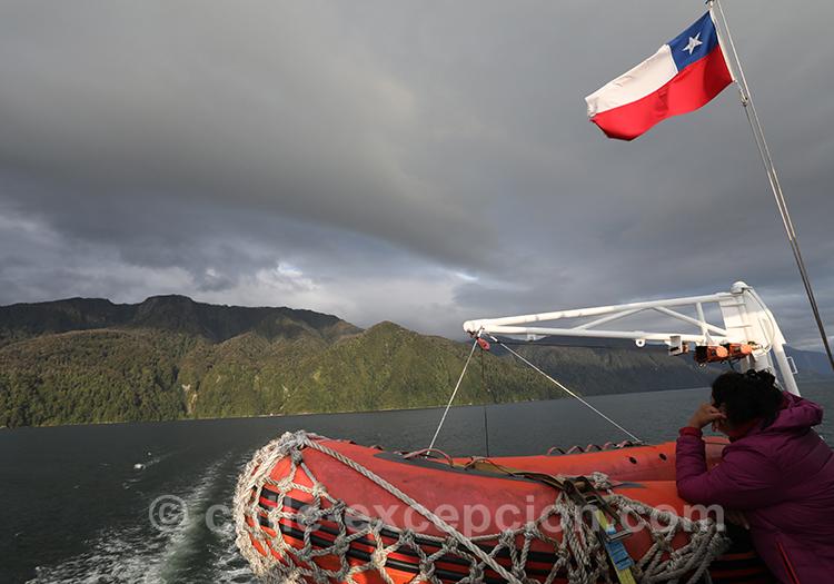 Aller aux thermes Ensenada Pérez sur le fjord Aysen au Chili avec l'agence de voyage Chil Excepción