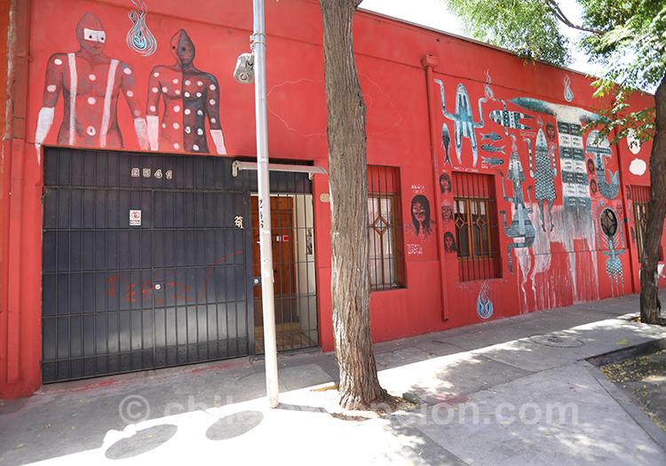 Rue rouge à Santiago