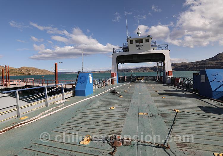 Se déplacer en ferry sur le lac General Carrera à Puerto Ibañez