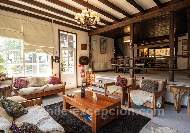 Salon de l'hôtel The Patagonian Lodge, Coyhaique, Chili