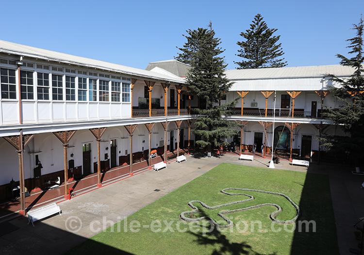 Vue sur la cour du musée maritime national de Valparaiso