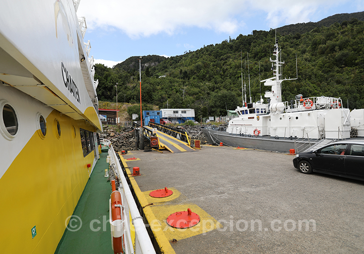Fjord Aysen, ferry pour aller aux thermes Ensenada Pérez, Chili