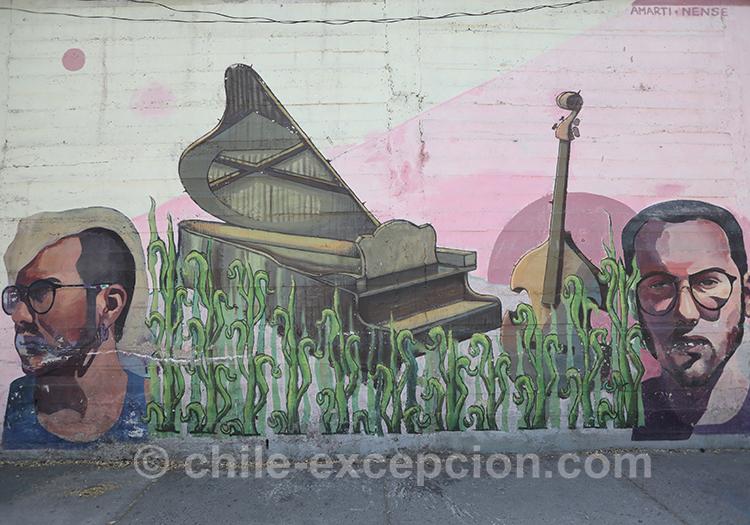 Instruments de musique peints sur mur à Yungay, Chili