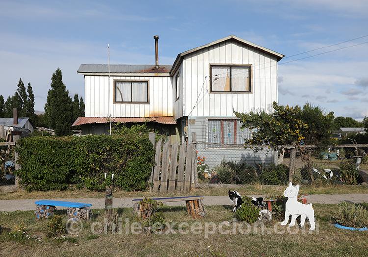 Les habitations près de l'aéroport de Balmaceda au Chili