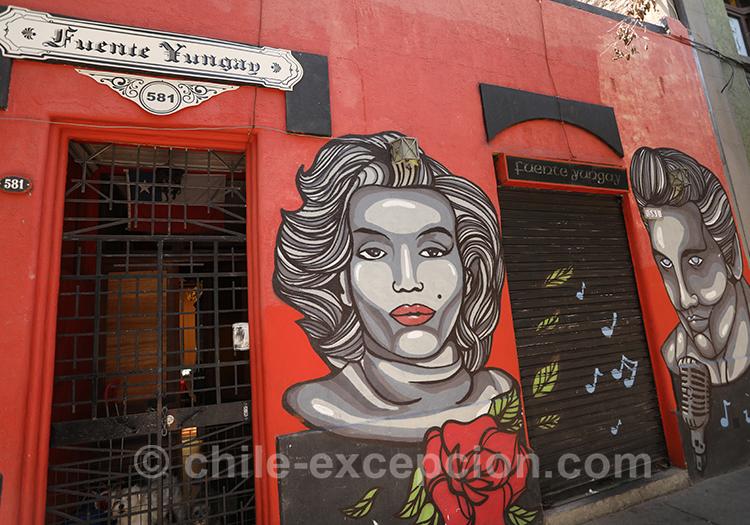 Mur rouge avec dessin de femme, Yungay, Chili