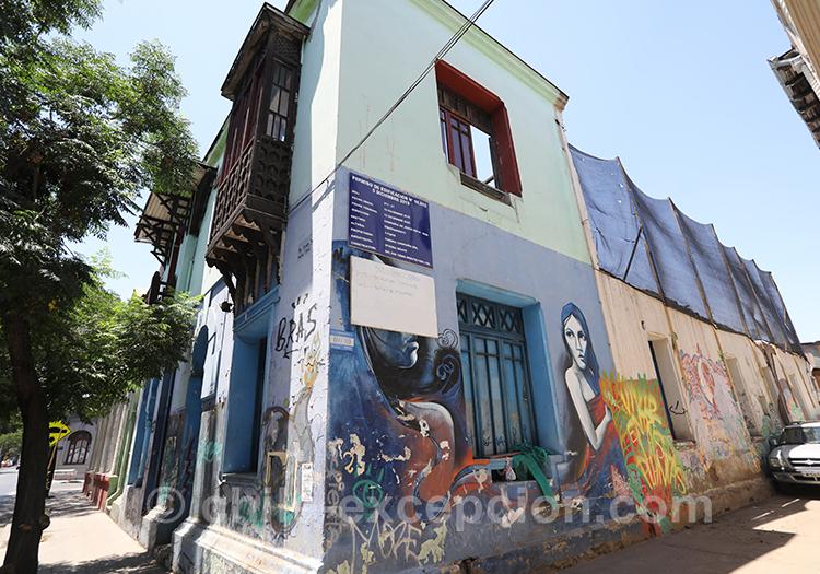 Maison peinte avec graffitis, Chili