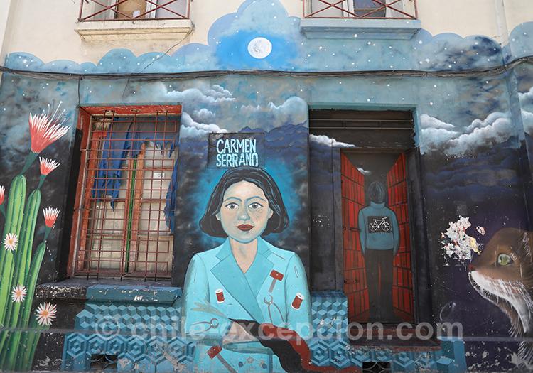 Maison bleue avec portrait de femme, Yungay, Chili