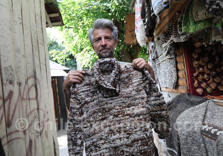 Tissage d'un pull en laine de mouton au Chili