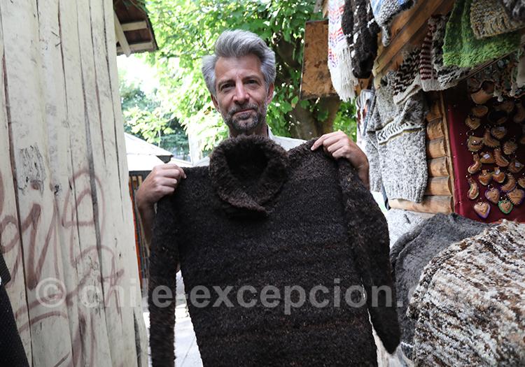 Tissage, mouton, pull marron au Chili