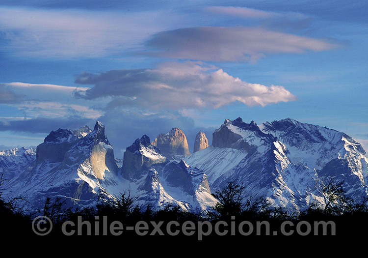 Vue Panoramique depuis l'hotel Lago Grey sur Torres del Paine