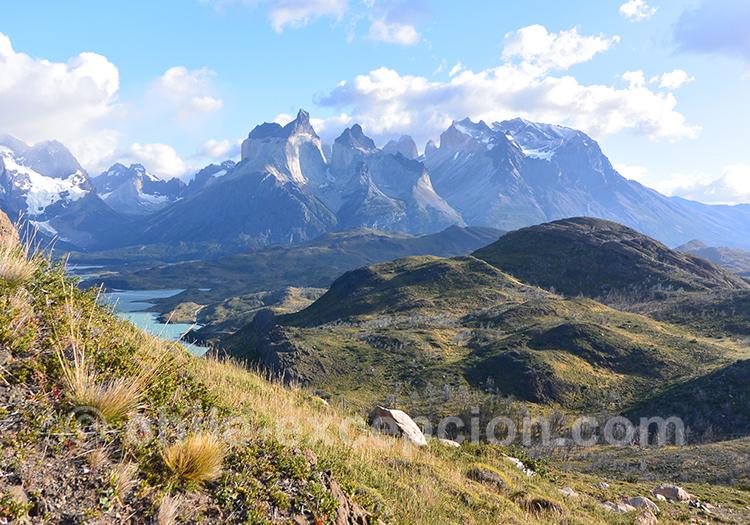 Vue panoramique depuis le mirador Condor sur Paine avec l'agence de voyage Chile Excepción