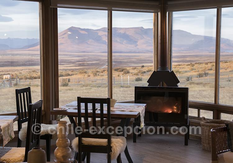 Feu de cheminée et vue sur les paysages de Patagonie, Estancia Cerro Guido