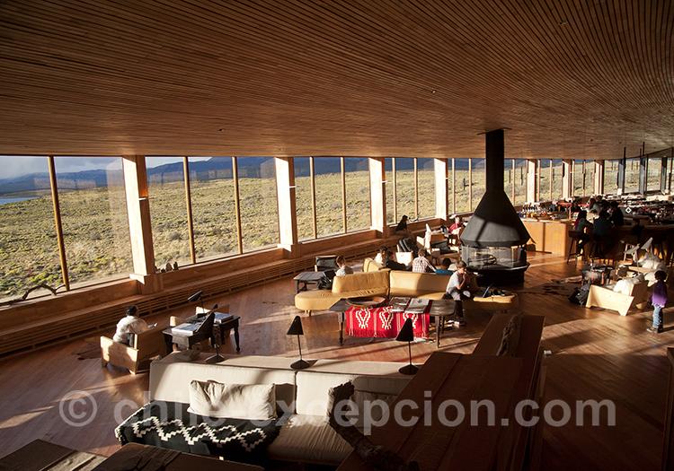 Salon avec cheminée en pleine Patagonie australe, Tierra Patagonia