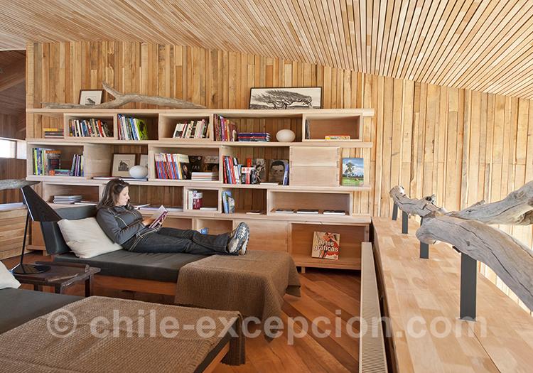 Salle de lecture à l'hôtel Tierra Patagonia, Chili