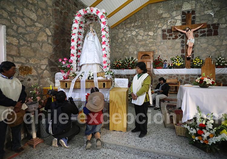 Prière au pie de la vierge de Ayquina