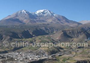Volcan Taapaca et putre à son pied