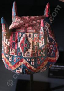 Bonnet à 4 points symbole de la culture Tiwanaku 800 - 1000 apr.J.-C.