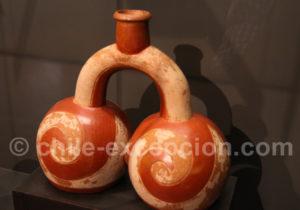 Bouteille étrier, culture Chavin 1000 - 400 av.J.-C.