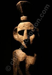 Statue mapuche pour le kurikawin, cérémonie funèbre