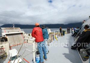 Traversée en ferry du canal Cholgo