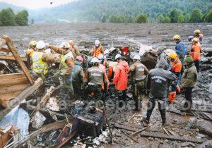Equipe de secours à Villa Santa Lucía en 2017