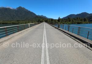 Pont sur la rivière Petrohué