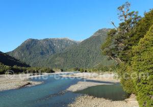 Rivière Yelcho en aval du lac Yelcho