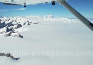 Survol du Grand champ de glace patagonique au Chili