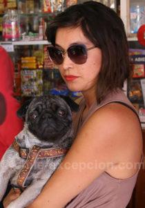 Une chilienne et sa mascotte