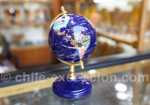 Mappemonde en lapis lazuli