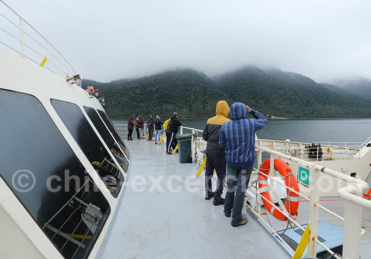 Navigation en barcaza Hornopiren à Leptepu