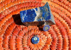 Pierre brute lapis-lazuli et pendentifs en lapis-lazuli
