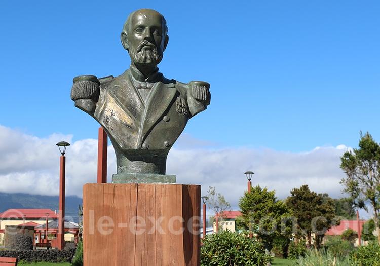 Agustín Arturo Prat Chacón, buste à Chaiten